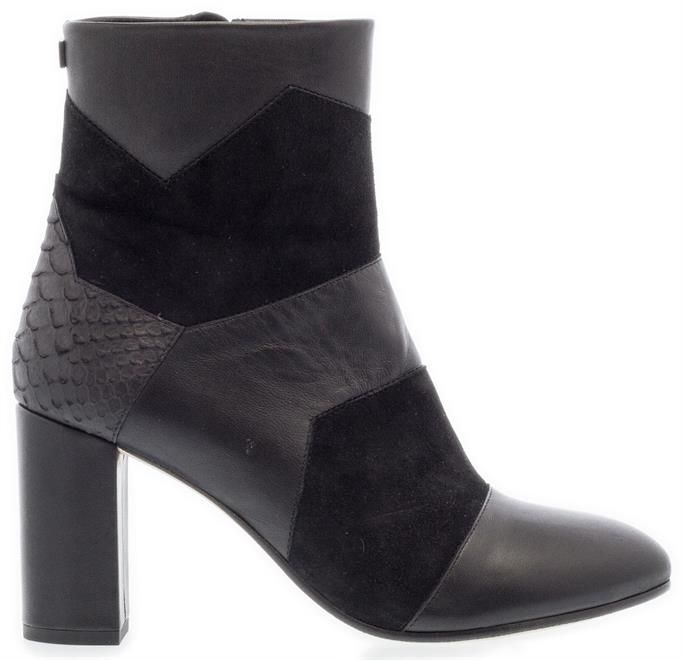 FLORIS VAN BOMMEL | Deze super stoere patchwork laarzen maken elke outfit trendy. Shop ze nu!  #florisvanbommel #patchwork #stoerelaarzen #suède #leer #enkellaarzen #laarzen #boots