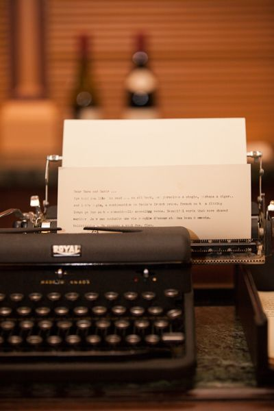 Type a message to your favourite couple with this vintage type writer - so fun! photo: www.eyecontact.ca