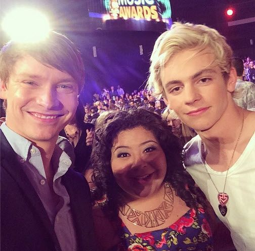 ross lynch rdma 2013 | Raini Rodriguez With Ross Lynch And Calum Worthy At The 2014 RDMAs