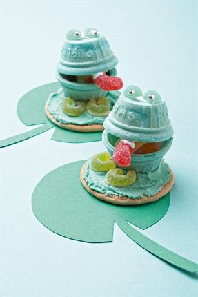 This is so cute birthday idea! Funky frogs.