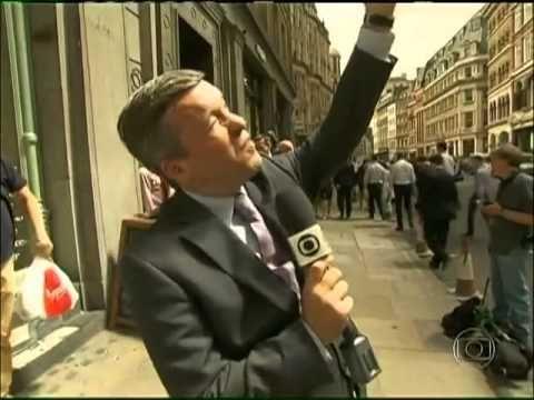 Prédio reflete luz do sol e jornalista frita ovo na calçada em Londres - YouTube