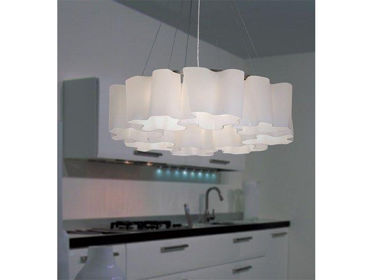Lampa Chmurki, której nieregularne w kształcie klosze wykonane są z mlecznego szkła, delikatnym światłem okryją każdy zakątek Twojego pokoju. Jako źródła światła użytko ośmiu żarówek o gwincie E27 o m ...