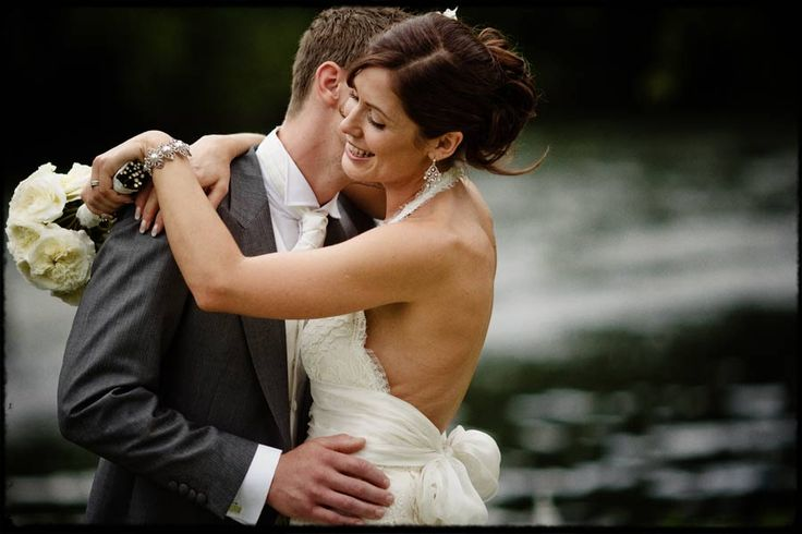 Monkey Island Outdoor Weddings, Carly and Gavin by The Thames #weddingphotography #monkeyisland