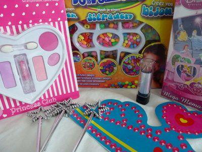 Prinsessen kinderfeestje. Een armband knutselen, kus de kikker, een troontjes dans, toverstafjes, kroontjes en nog veel meer