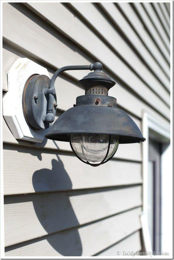 Outdoor Light Fixture Makeover Using Metallic Paint Outdoor Light Fixtures Light Fixture Makeover Outside Light Fixtures