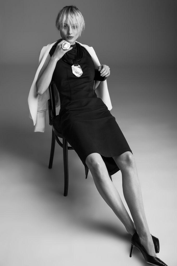 Dress Tara Jarmon, 7190 CZK Jacket Tara Jarmon, 9990 CZK Necklace Monies, 12 390 CZK Ring Monies, 2490 CZK High heels Diane von Furstenberg, 9490 CZK