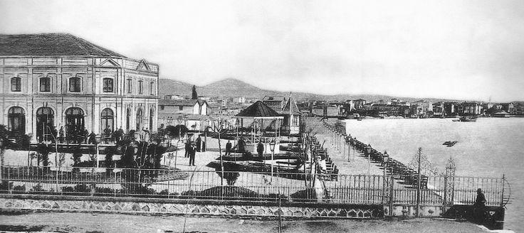 Ο πολυχώρος των κήπων από την πλευρά του Λευκού Πύργου