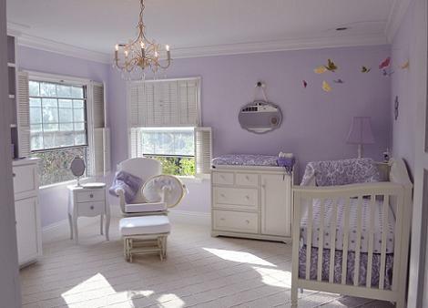 Habitación bebé lila: el color lavanda resulta ideal en atmósferas vintage