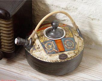 Tetera de cerámica hecha a mano. Rueda lanzado tetera, jarra de agua caliente, cerámica artística, arte de arcilla, tetera de loza con mango único sauce