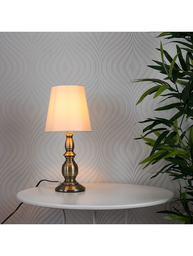 Sierra Traditional Touch Table Lamp With Cream Shade