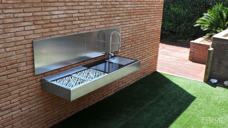 Con esta cocina de diseño dejarás a todos tus amigos boquiabiertos! #barbacoa #barbecue #cocina #kitchen #comida #food #carne #meat #luxury #lujo #diseño #exterior #outdoor #decoración #decorate #art #interior #indoor #cook #cocinar #chef #thebest #bbq
