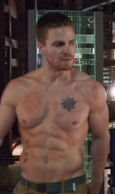 stephen-amell-ridiculously-ripped-abs-in-shirtless-arrow-stills-03.jpg (392×660)