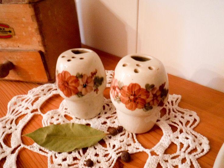 Set of vintage salt and pepper shakers / rustic kitchen / salt shaker / ceramic shakers / ceramic cookware / folk shakers / hand painted by GrandmasOldStories on Etsy