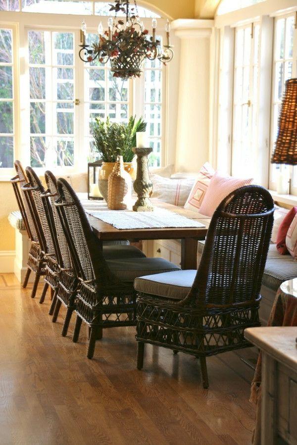Eleganter Kronleuchter über Dem Tisch Im Esszimmer