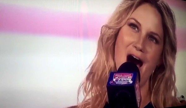 Jennifer Nettles Wows Historic Crowd Before Battle at Bristol with National Anthem Performance