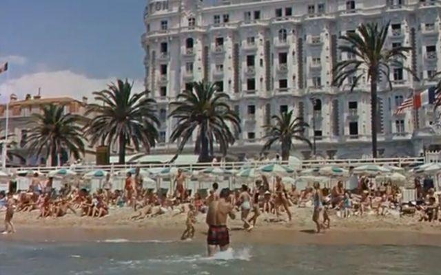 """""""La Main au Collet"""" d'Alfred Hitchcock - Cannes au cinéma : la Croisette en 6 films cultes [SPONSORISE] - Diaporama - AlloCiné"""