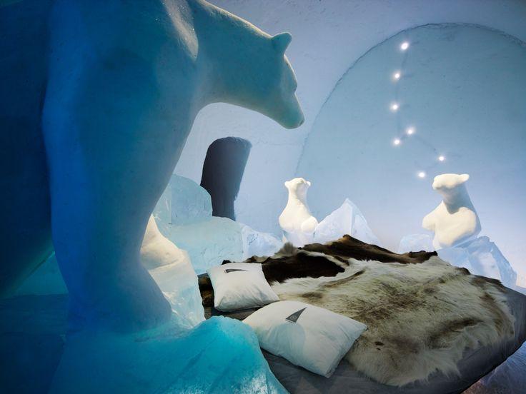 Ci troviamo in Svezia, a circa 200 chilometri dal Circolo Polare Artico, là dove è possibile ammirare l'aurora boreale, si trova l'ICEHOTEL, nel quale è po