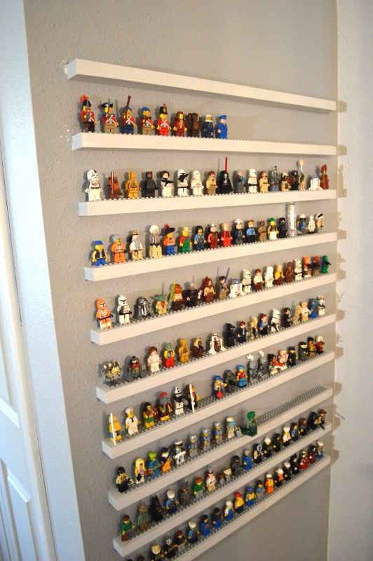 Matén a raya la locura de las minifiguras con una pared de almacenamiento que también es un exhibidor.