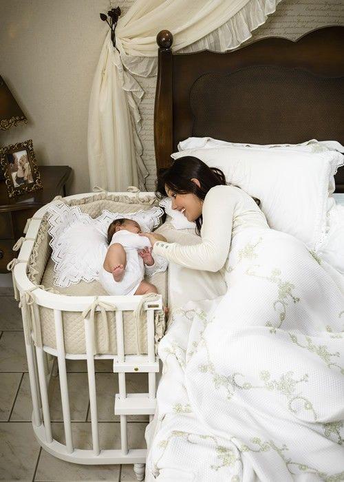 O Petit Bebê, é um aconchegante berço acoplado, para que o bebê possa passar a noite ao lado da mãe. Seu estrado é ajustável com a altura da cama, e pode ser acoplado tanto na barra lateral da cama, como na base da cama box. É ideal para proporcionar maior segurança ao bebê, e comodidade as mamães, que terão os pequenos bem pertinho a noite toda. Geralmente é utilizado até o bebê completar 1 ano de idade.  Possui a opção de ser adquirido com colchonete e protetor lateral.