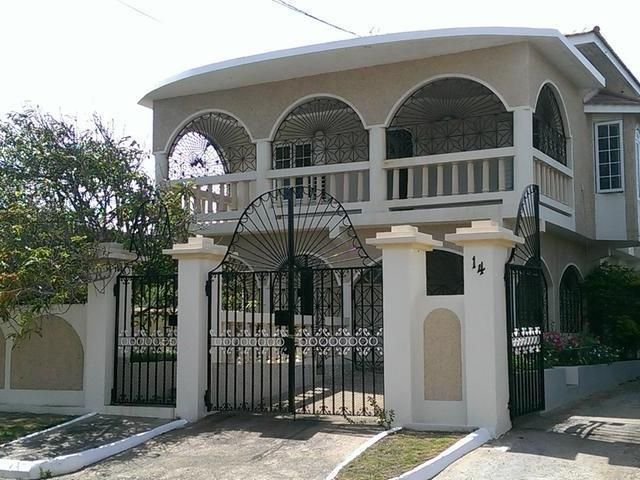 5 Beds 3 Bath House In Greater Portmore For Sale House Outside Design Jamaica House Philippines House Design