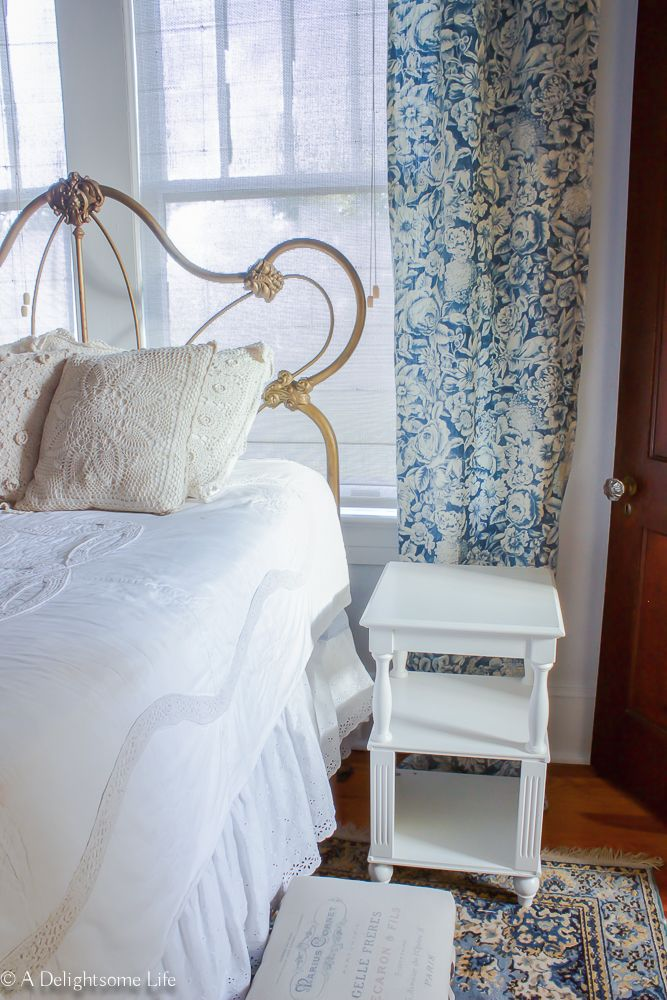 what every guest bedroom needs shabby chic guest bedrooms rh pinterest com