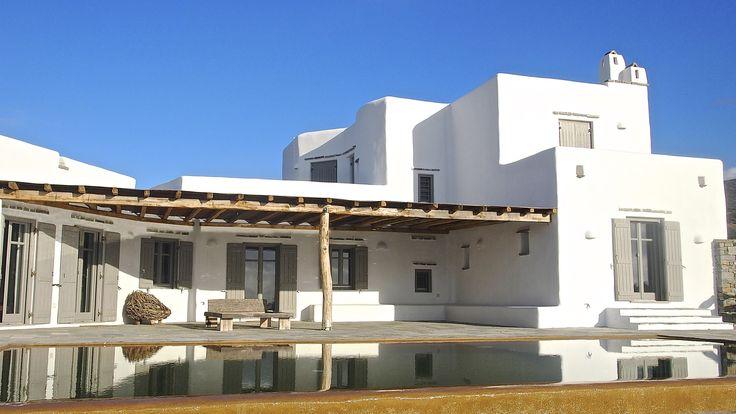 Drios, Paros Sud. Villa de luxe, en pierre, au bord de mer, avec vue sur les petites îles des Cyclades (Koufonisi, Herakleia, Schinousa), Ios et Naxos. Une villa entièrement équipée pour vivre toute l'année.