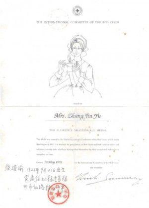 Descubrí a Florence Nightingale en Londres, paseando con la hija de Mrs. Zhang Tin Yu, Medalla de la Cruz Roja en 1993: El 12 de mayo de 1993 Mrs. Zhang Tin Yu recibió la Medalla Florence Nightingale que la Cruz Roja coloca sobre la persona dedicada a la enfermería que más destaca en el mundo, algo así como el Premio Nobel de la Enfermería, desde 1912.