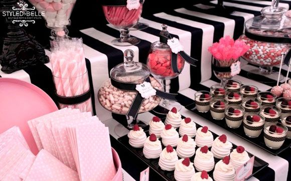 Decoração: que tal apostar em uma mesa vintage?: Shower Ideas, Black And White, Baby Girl, Party Ideas, Baby Shower, Pink Black, Birthday Party