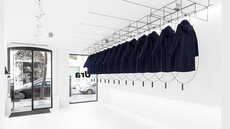 Loreak curates its store window like a 3D magazine - News - Frameweb