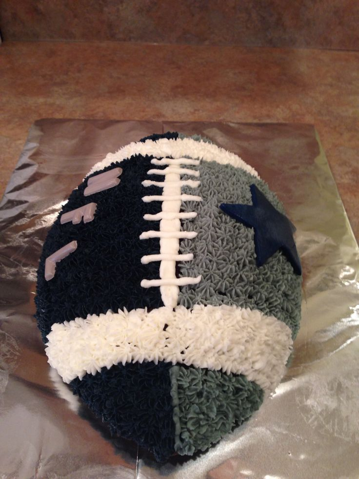 Dallas cowboys football cake.