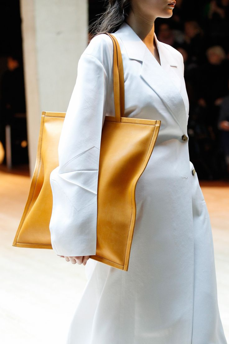 See detail photos for Céline Fall 2017 Ready-to-Wear collection.