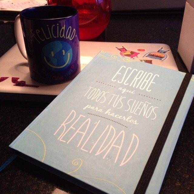 LIbreta de los sueños y mug #FullEnergy. Mis compañeros fieles!!!! Pedidos a hola@radiocorchito.com.co Más información ----> http://www.radiocorchito.com/fullenergy/ #Quotes, #Geek, #Products.