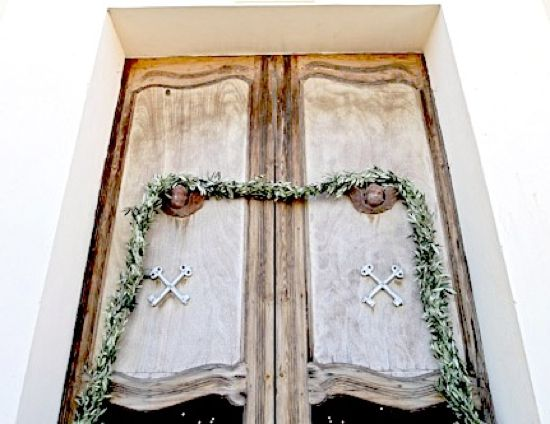 Italian Wedding Traditions: Ribbon on Church Door