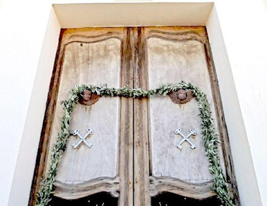 Italian Wedding Traditions: Ribbon on Church Door