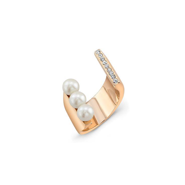 Lia Tre Pearl Ring