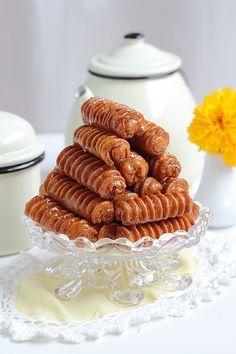 Je continue sur ma lancé des recettes spécial Ramadan, avec aujourd'hui des Grewech farcies. Croustillants, dorés et parfumés à l'anis, ...