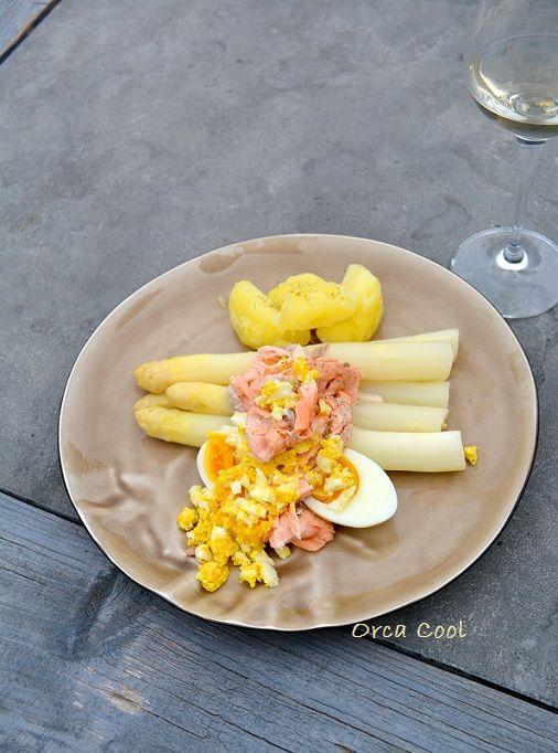 Overheerlijke Gestoomde Zalm met asperges. #asperges #zalm #recept