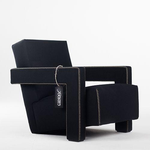 Cassina Utrecht Fauteuil is ontworpen door Gerrit Rietveld. Op voorraad in de stof Charlot kleur zwart. Andere uitvoeringen te bestellen. Gratis levering.