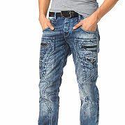 """Модель мужских джинсов """"Magic"""" от бренда Cipo & Baxx – идеальный вариант для модных, стильных. Брюки из денима с оригинальными строчками, пэчворк-дизайном станут излюбленным вариантом для отдыха, повседневности. Изделие комфортного прямого кроя идеально сидит на фигуре, комфортную посадку обеспечивает заниженная линия талии. Неординарный вид брюкам придают декоративные карманы, вытачки, контрастные строчки, модная вышивка-логотип сзади. Непринужденности добавляет обилие карманов, материал с…"""