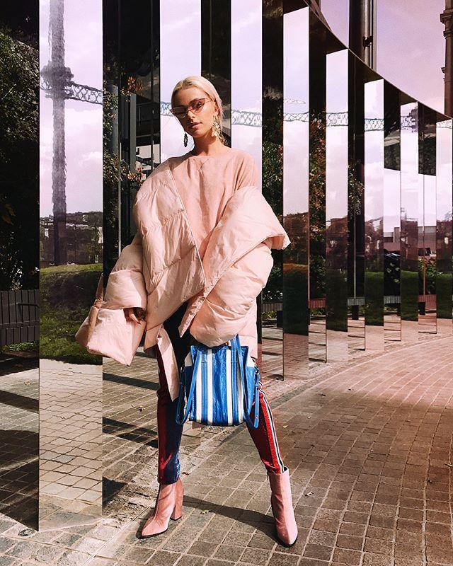 Instagram media by maffashion_official - #yesterday #look #after #show #LFW #SS18 #jacket #mmc #shoes #riverisland #bag #balenciaga #glasses @lespecs #blouse #tkmaxx #pants @faithconnexion fot @tiposilvijah, @pinterk, @simonlesleyphoto, @louisadariaphotography thanks
