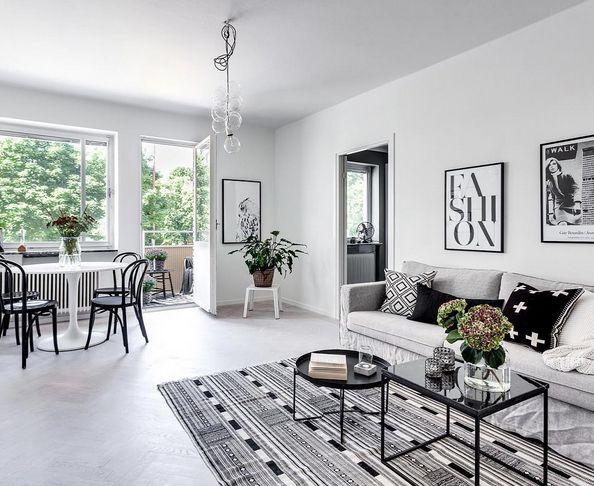 Svart, mindre marmorbord med svart stålram. Soffbord, hallbord, marmor, bord, möbler, inredning. http://sweef.se/18-bord