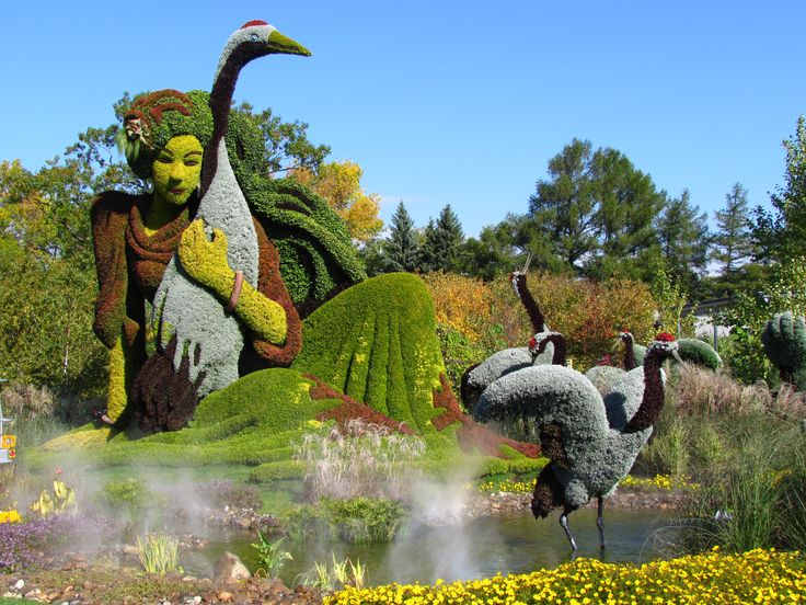 Montreal Botanical Gardens - International Mosaicultures expo - Woman and Cranes