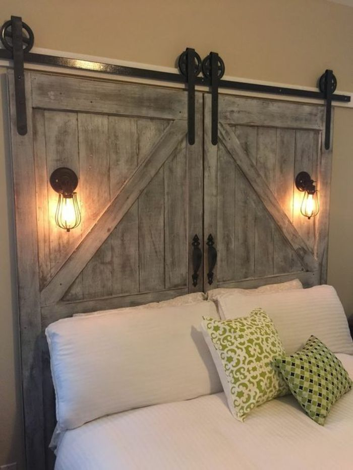 tête de lit en bois naturel, chambre à coucher avec système porte coulissant