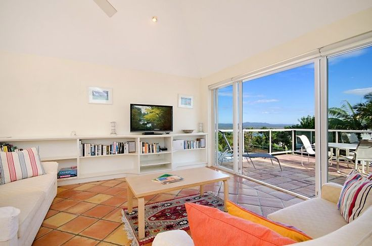 Noosa Holiday Apartment: Unit 2 Shearwater, 6 Bayview Road, Little