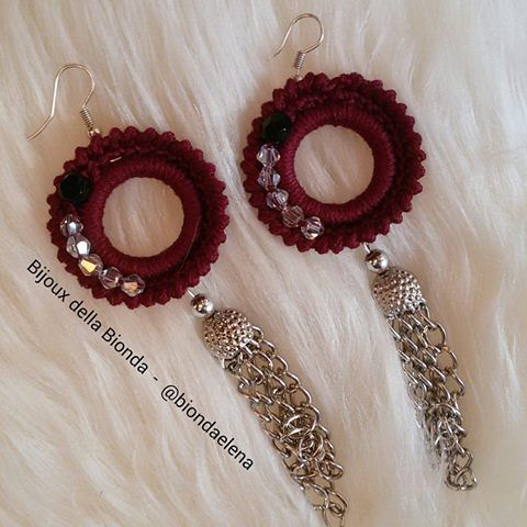 orecchini bordeaux con catenelli pendenti…. #uncinetto #crochet #diy