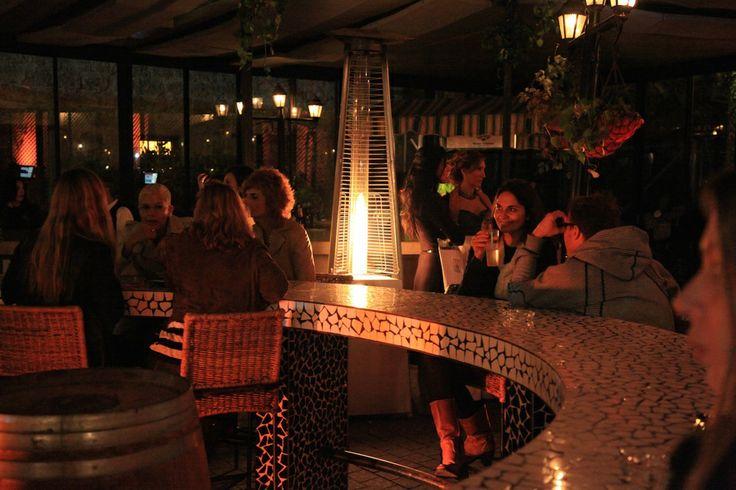 Le bar à tapas Vicky Cristina http://www.vogue.fr/culture/carnet-d-adresses/diaporama/les-hot-spots-de-tel-aviv/18266/image/992373#!17