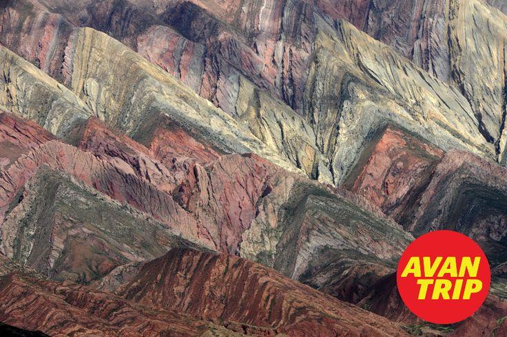 TRES CRUCES: www.avantrip.com - El extenso valle de la Quebrada de Humahuaca está ubicado en la provincia de Jujuy, al noroeste de Argentina, con una historia de más de 10.000 años.  Por sus senderos caminaron aborígenes de las distintas etnias, y aún hoy se conservan creencias religiosas, ritos, fiestas, arte, música y técnicas agrícolas que son un patrimonio viviente. Su paisajes es admirable. #TresCruces #QuebradaDeHumauaca #Quebrada #Jujuy #Puna #Argentina