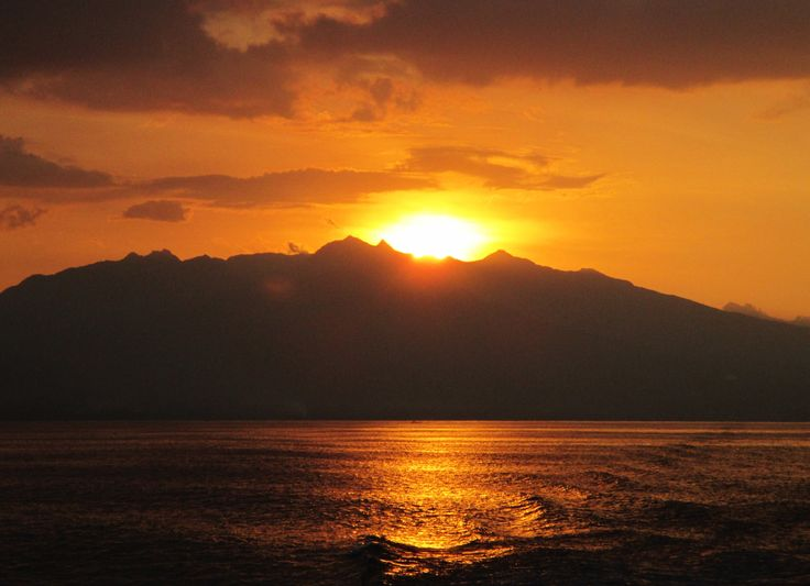 Find out what happened when our jeepney broke down in the #Philippines. http://www.youcancultureleap.com/catching-the-sunset-thanks-to-a-broken-down-jeepney-in-the-philippines/ #travel #inspire #wanderlust #sunsey #quotes