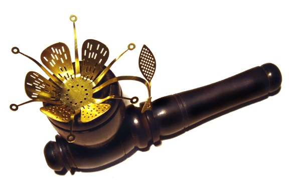 Pipe screen by Tobias Wong, glass pipe by Tim Dubitsky