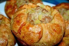 Ну кто откажется от легкой закуски к основной еде? Что может быть лучше татарских пирожков? Вкусных, но в то же время таких легких в приготовлении?! Татарские пирожки - это выбор счастливых женщин.